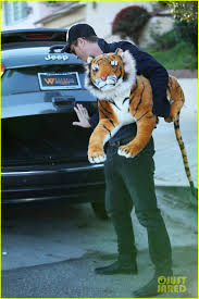 justin timberlake jeep garrett hedlund carries giant stuffed tiger around the