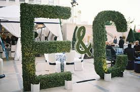 wedding ideas nature inspired manicured hedge wedding décor