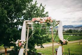 wedding arch kelowna kelowna wedding photographer dan and gabrielle justine russo