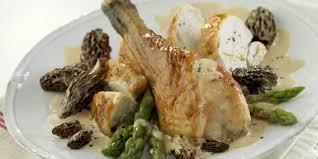 cuisiner un poulet de bresse poulet de bresse aux morilles et vin jaune recettes femme actuelle