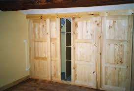 placard de chambre en bois les organisateurs de placard en bois dressing idees