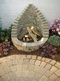 Building Outdoor Fireplace With Cinder Blocks by Best 20 Cinder Block Garden Ideas On Pinterest Cinder Blocks