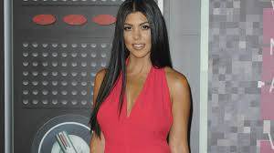 kourtney kardashian harshly fat shamed over new picture photo