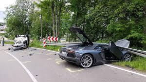 crashed lamborghini countach carscoops lamborghini