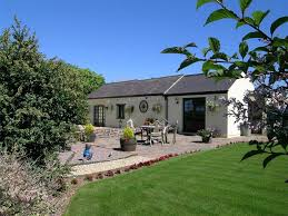 Wales Holiday Cottages by Holiday Cottages With Pools Or Tubs Rent Self Catering
