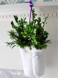 Live Christmas Centerpieces - decorating with fresh greenery hgtv