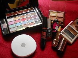 previousnext previous image next lakme pack of 9 makeup kit ping in stan lakme absolute