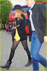 blake lively u0026 ryan reynolds stylish london hotel exit photo