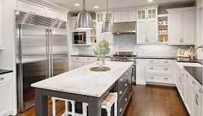offene küche mit kochinsel kücheninseln vermitteln offenheit