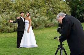 Wedding Photographs What Makes A Professional Wedding Photographer Photography Tips
