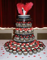 wedding cake and cupcakes hochzeit in rot wedding in the charmed cupcake