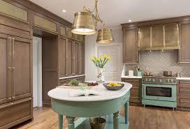 oak kitchen cabinets a comeback bold pops of color a comeback in the kitchen