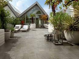 piastrelle balcone esterno pavimenti per esterni guida alla scelta dei materiali
