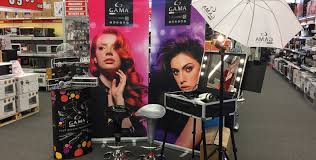 Portable Hair And Makeup Stations Beauty Parlour With Lights For Salons And Stores