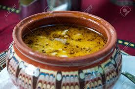 bulgarische küche traditionelle bulgarische suppe in hoher tonteller ethnische küche