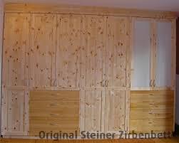 Schlafzimmerschrank Zirbe Schlafzimmerschrank Aus Zirbenholz Vor Zirbenholzwand