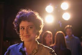 alia shawkat star of search party trades art with her friends