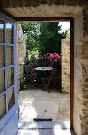chambre d hote barjac chambre d hôtes ardèche les roses terrasse accès piscine