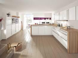 cuisine moderne et blanc cuisine blanche et bois clair