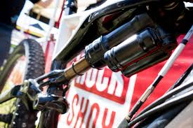 fox motocross shocks sneak peek prototype electronic fox u0027live valve u0027 suspension
