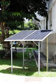 le bureau solaire panneaux de cellules solaires installés dans le bureau comme une