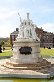 Kensington Pala Queen Victoria Statue Kensington Gardens The Royal Parks