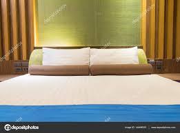 chambre d hote thailande lit dans une chambre d hôtel dans la nuit thaïlande photographie