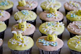 bumble bee cupcakes bumblebee cupcakes sugarcrafter