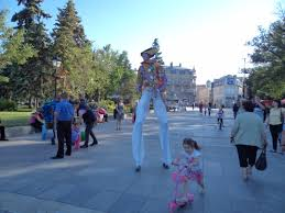 clown stilts file clown on stilts 04 jpg wikimedia commons