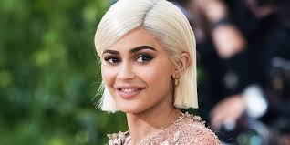 hairstyles for giving birth kylie jenner looks amazing in her first public appearance since