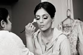 bridebook co uk bride having her make up done by artist