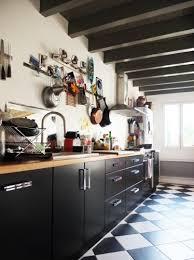 carrelage noir et blanc cuisine exemple cuisine damier noir et blanc kitchens checkered floors