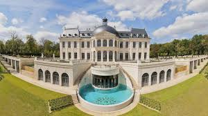 sold for 275 million euro this is the most expensive villa in the