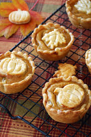 quick thanksgiving dessert recipes 38 best thanksgiving pies recipes and ideas for thanksgiving pies