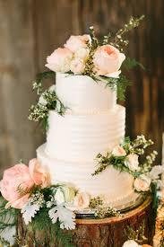 wedding cake flower real or flowers on cake