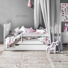 chambre fille 2 ans les 25 meilleures idées de la catégorie lit enfant 2 ans sur