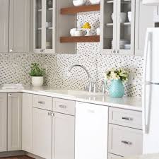 what color backsplash with gray cabinets 21 ways to style gray kitchen cabinets