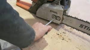 comment retendre sa chaîne de tronçonneuse bricolage maison