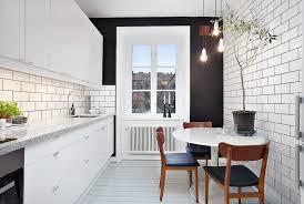 küche mit esstisch ein runder esstisch ist die perfekte lösung bei platzmangel