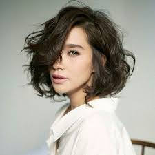 pictures of average peoples short hairstyles 20 feminine short hairstyles for wavy hair easy everyday hair