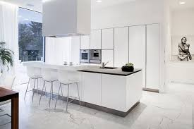 cuisine sol carrelage et sol en marbre comme accent de l intérieur