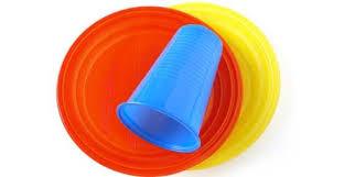 piatti e bicchieri di plastica colorati raccolta differenziata dal 1皸 maggio piatti e bicchieri monouso