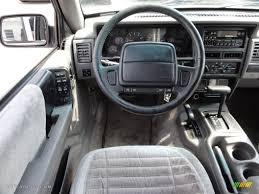 jeep grand cherokee interior 1995 jeep grand cherokee laredo 4x4 interior photo 53943302