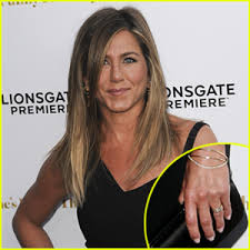 aniston wedding ring aniston debuts wedding ring discusses the big day for