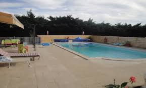 chambre à louer le mans maison avec piscine parking a 15minutes du à roeze