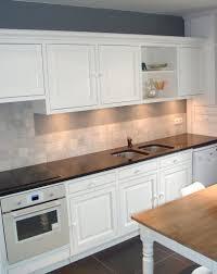 je de cuisine de échelle en bois foncé armoire de cuisine marron bronze simple