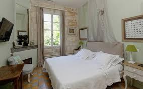 salle a manger provencale appartement le provençal hôtel beaucaire domaine des clos