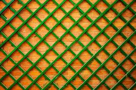 traliccio legno muro di mattoni con traliccio di legno immagine stock immagine