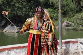 people dressed up in rajasthani attire picture of nakki lake