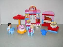 duplo table with chairs duplo cafe market 10587 cake 3 figures table 3 chairs umbrella